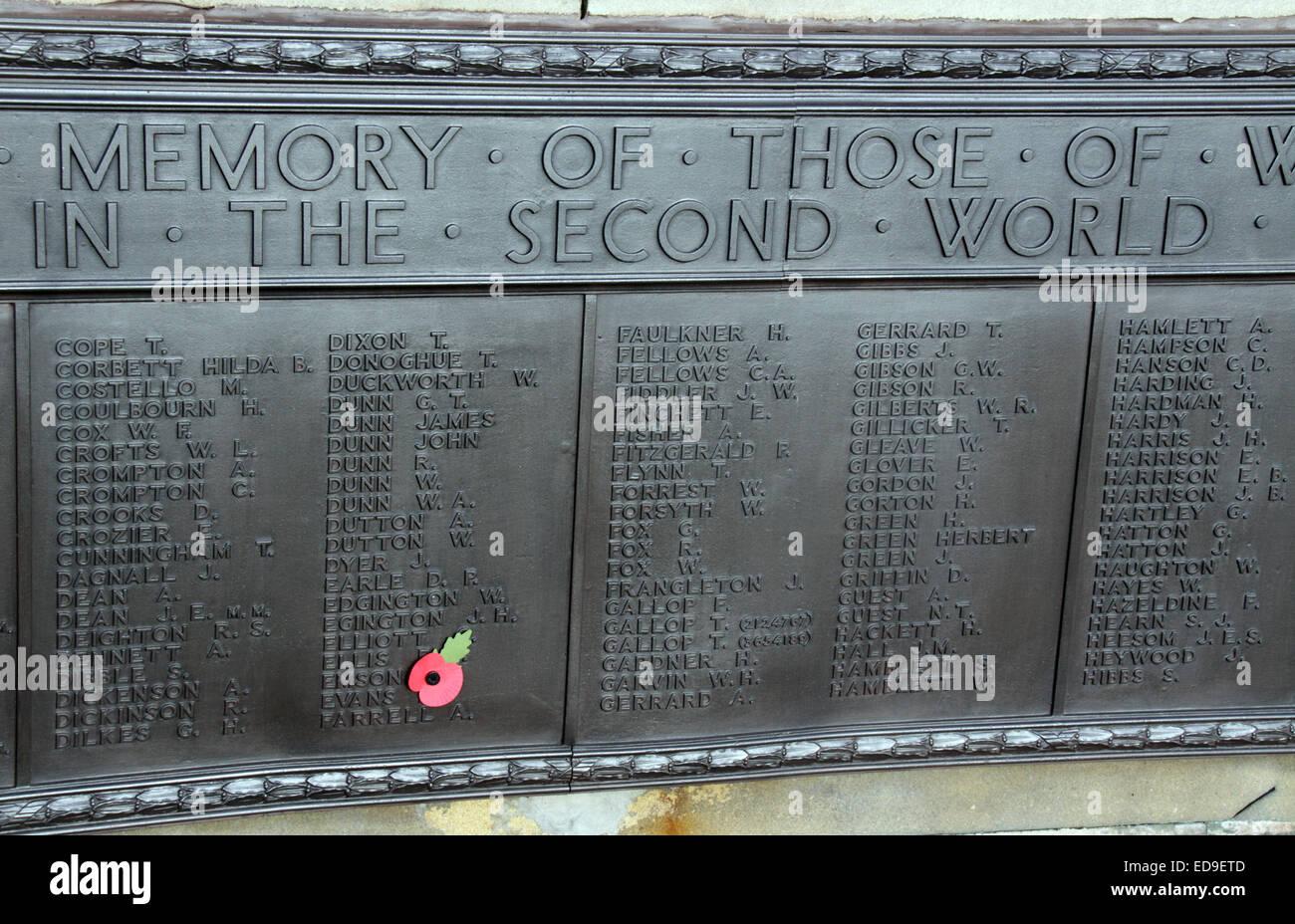 Laden Sie dieses Alamy Stockfoto Gedenktag & Poppy Warrington Kenotaph Nov 2014, Bridgefoot, Wilderspool Causeway, Cheshire, England, UK - ED9ETD
