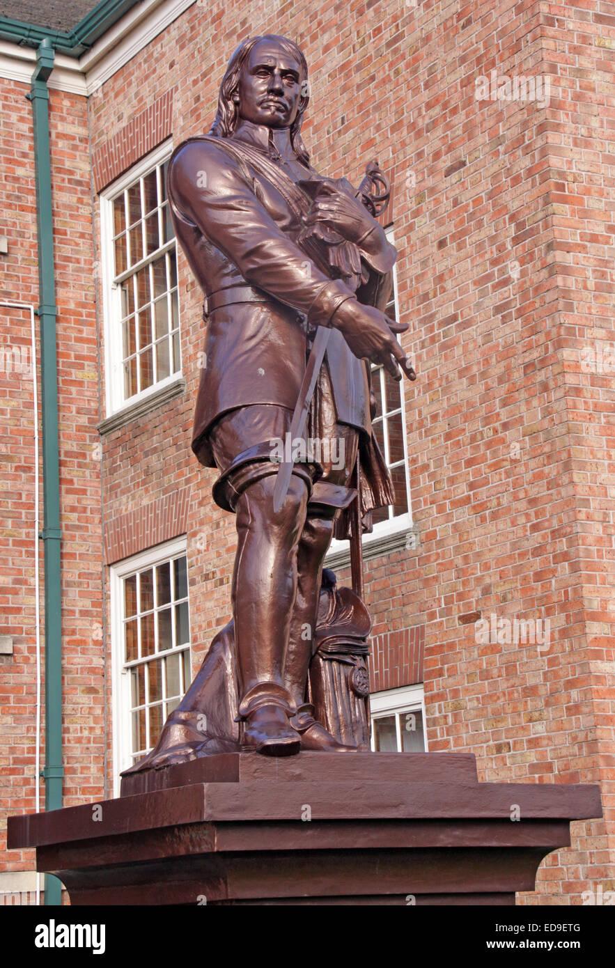 Laden Sie dieses Alamy Stockfoto Oliver Cromwell Statue, steht inmitten der Warrington Akademie (Guardian) in Warrington, Cheshire, England, UK - ED9ETG