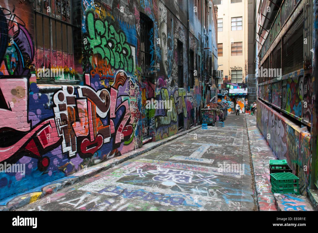 Hosier Lane, einer Fußgängerzone, wo Graffiti-Künstler an Wänden Melbourne Australien malen Stockbild