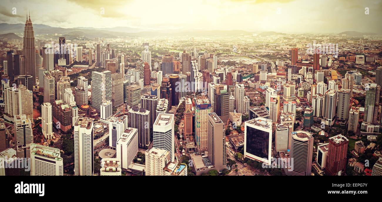 Retro-gefilterte Skyline von Kuala Lumpur, Malaysia. Stockbild