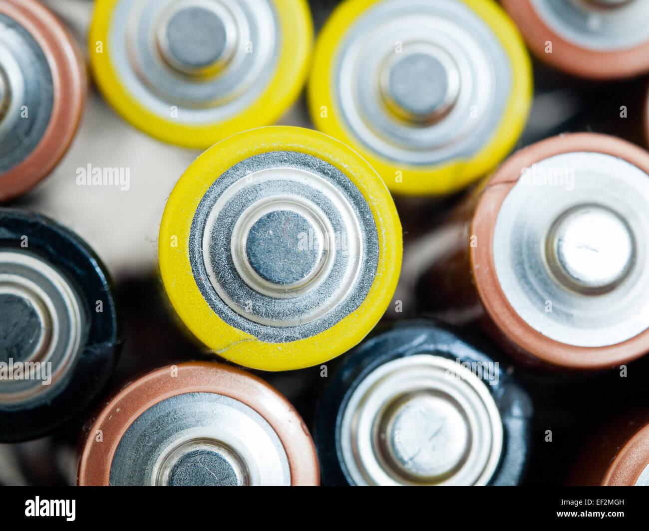 Eine Nahaufnahme von Altbatterien AA (Doppel-A) für das recycling. Stockbild