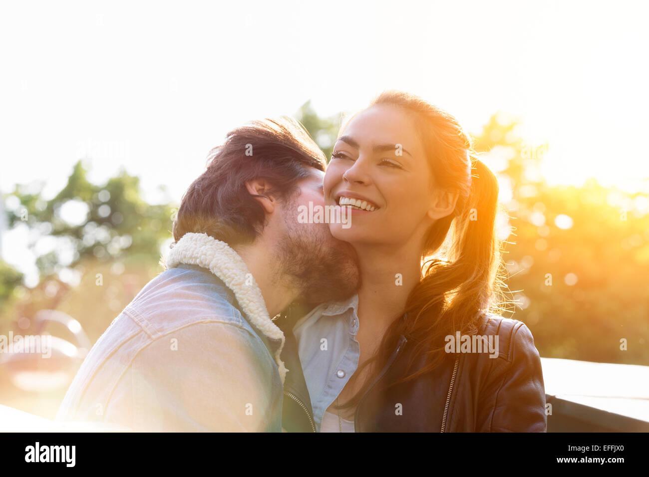 Junges Paar in Liebe in Paris Stockbild