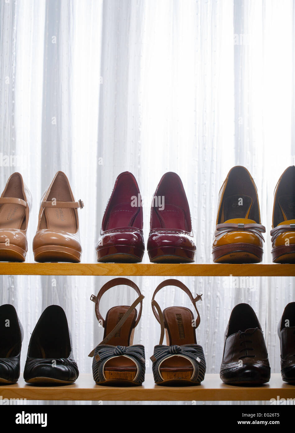 shoes lined up stockfotos shoes lined up bilder alamy. Black Bedroom Furniture Sets. Home Design Ideas