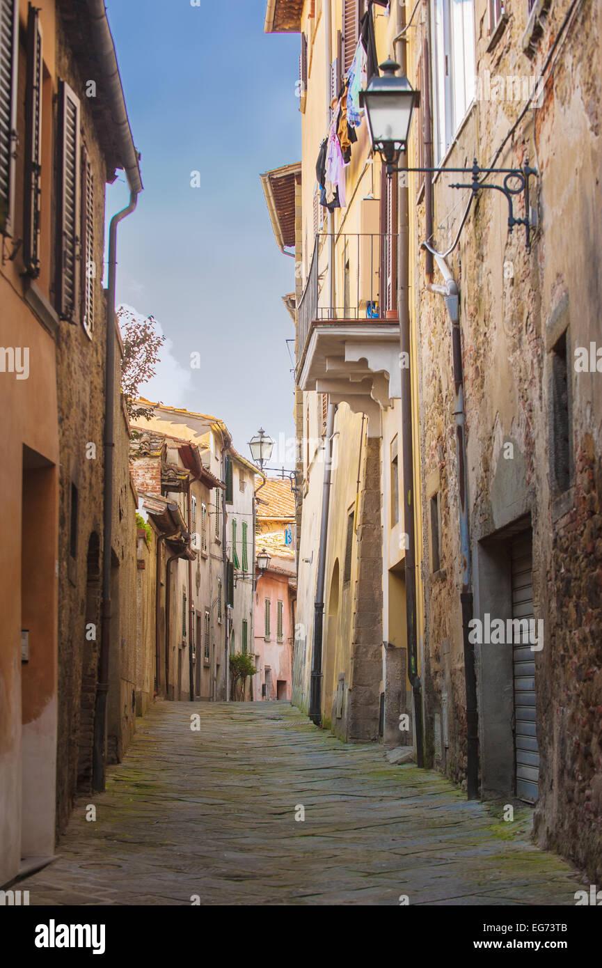 Alte Straßen Grün eine mittelalterliche toskanische Stadt. Stockbild