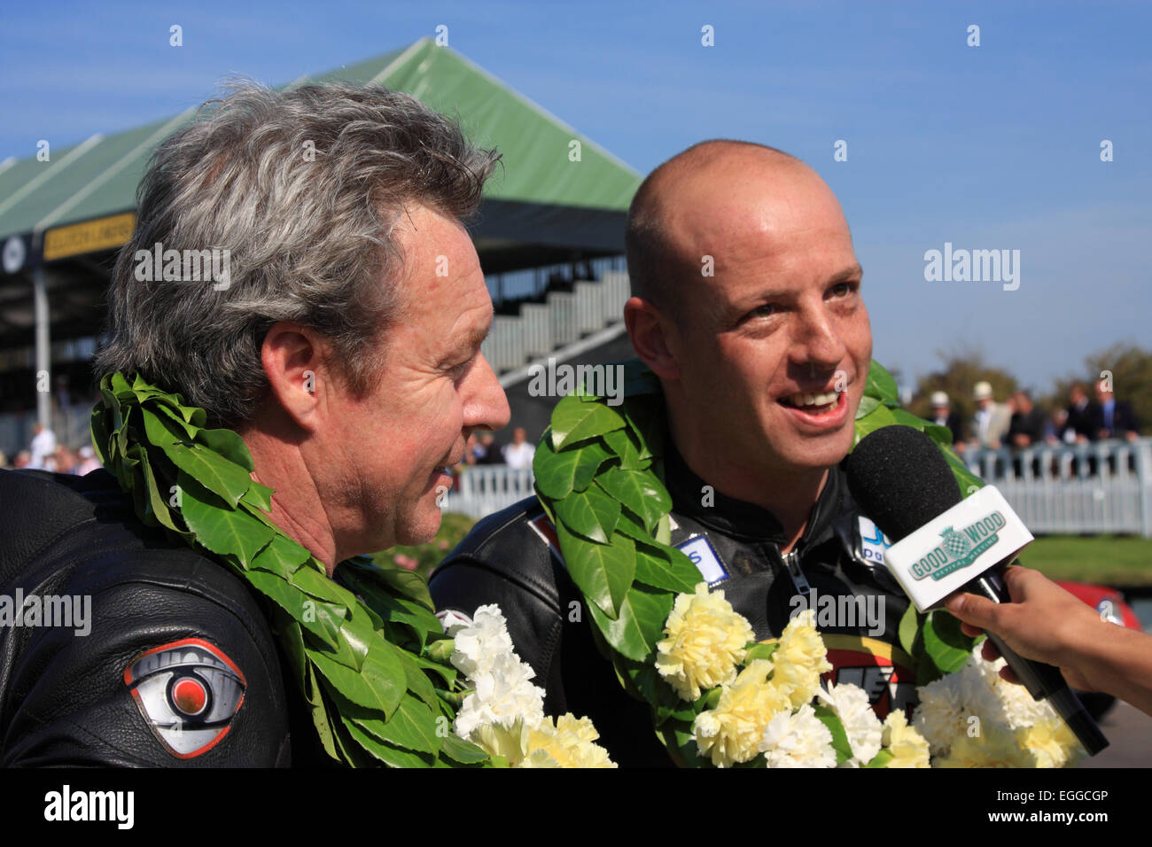 Ehemalige 500ccm Welt Weltmeister Wayne Gardner (links) & Mark Sharrock nach dem Gewinn der Barry Sheene Memorial Stockbild