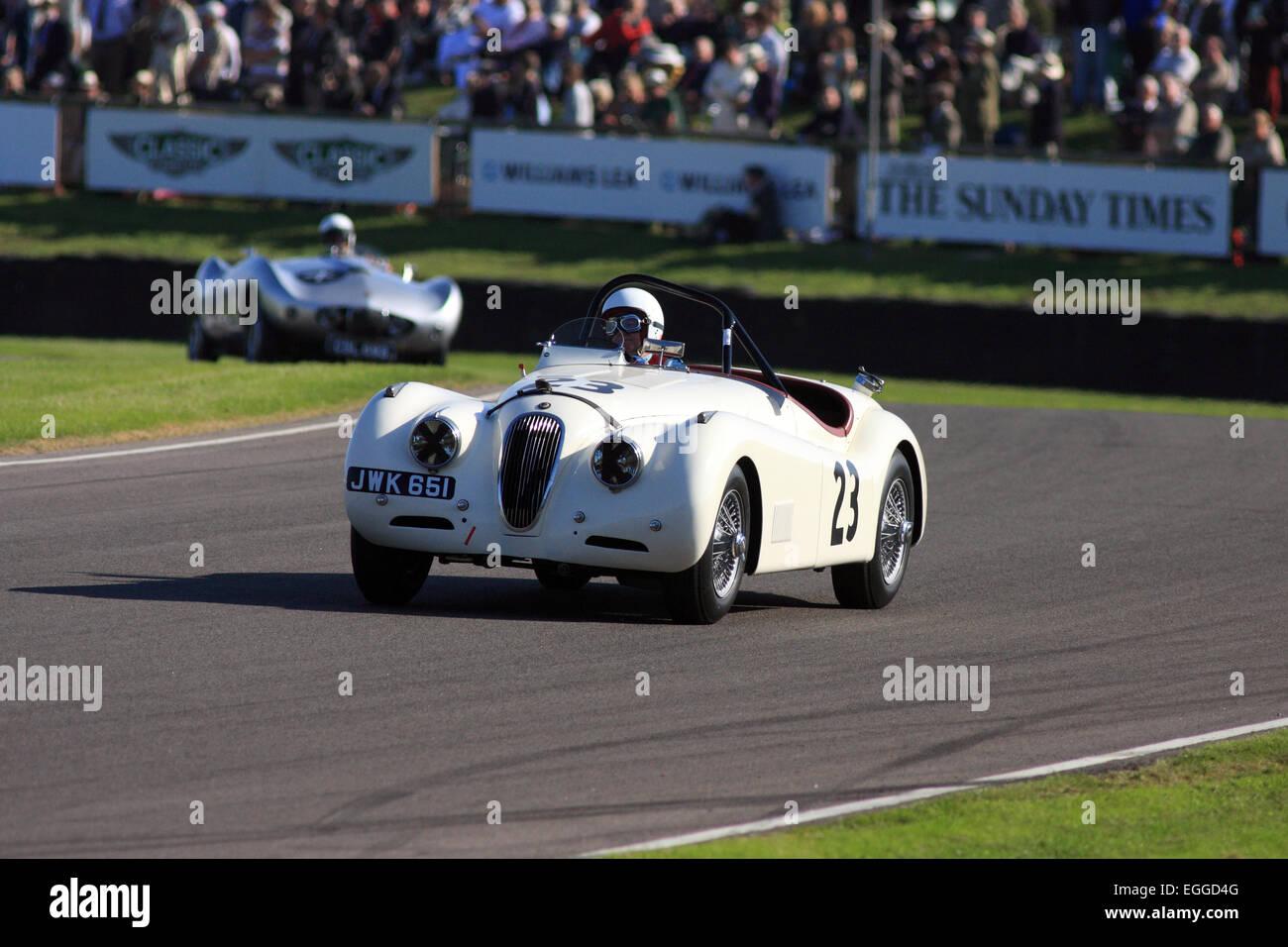 1950 Jaguar XK120 angetrieben von Stephen Bond aus Madgwick Ecke / Goodwood Revival / Goodwood / UK Stockbild