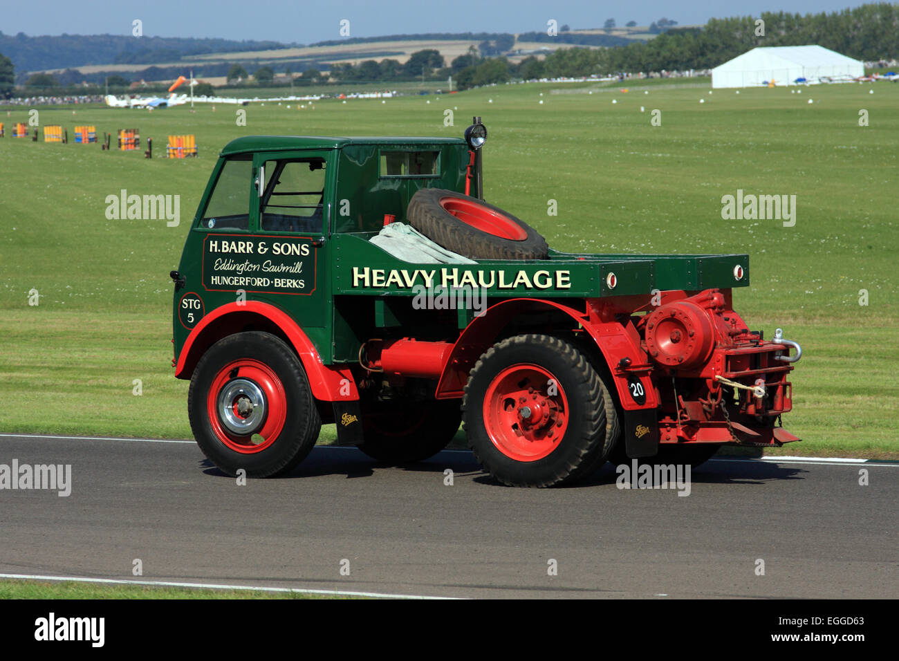 Parade von Oldtimer-Fahrzeugen / Goodwood Revival / Goodwood / UK Stockbild