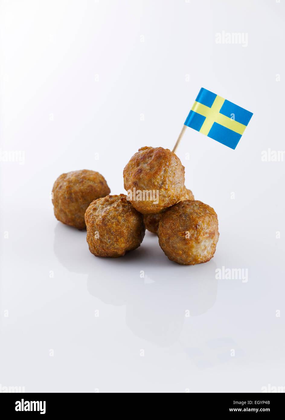 Koettbullar, schwedische Fleischbällchen mit schwedischen Flagge Stockbild
