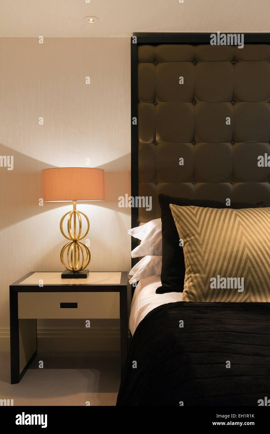 Luxuriöse Wohnung in Belgravia London. Schlafzimmer mit Doppelbett ...