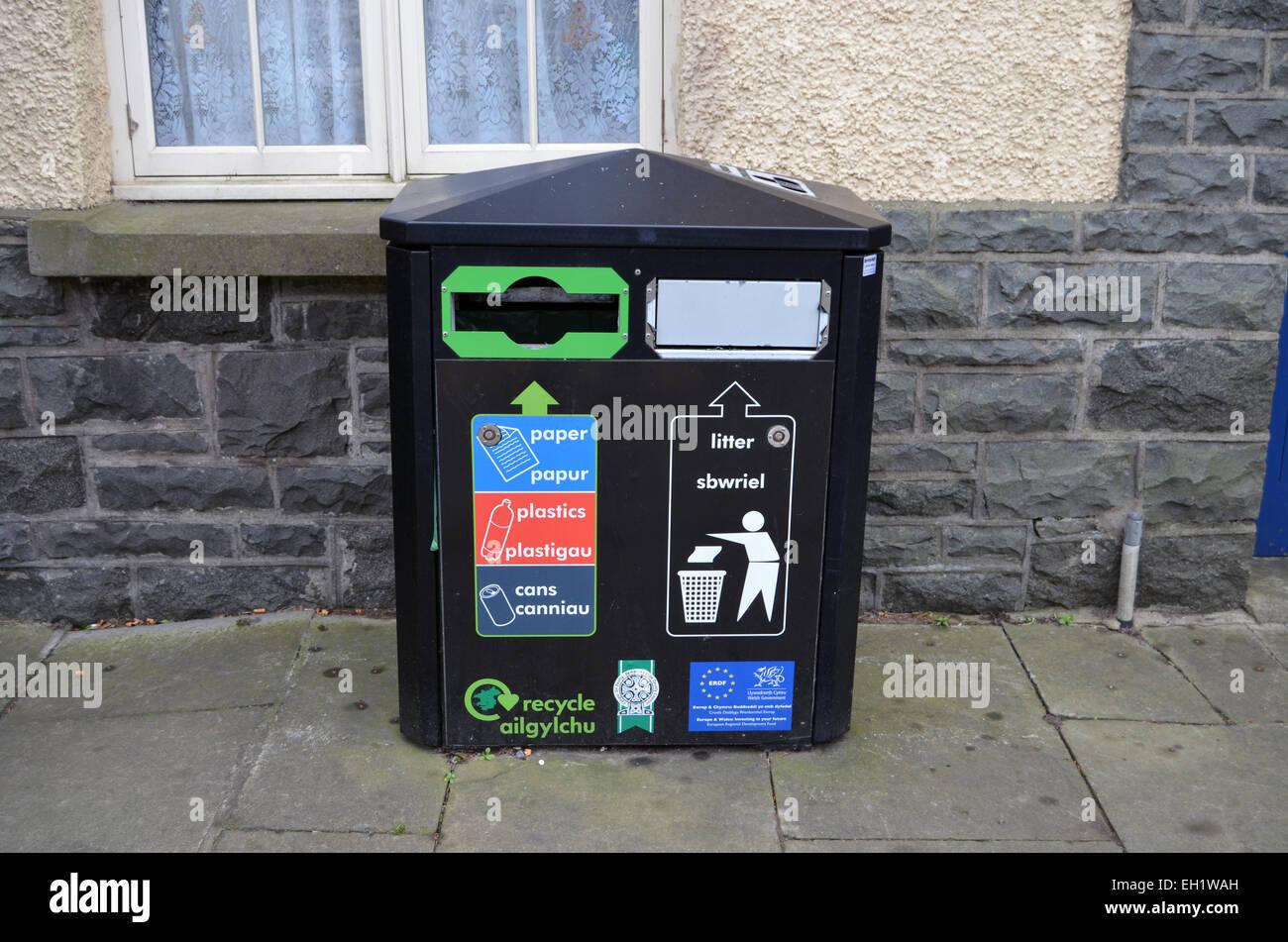 Recycling- & Mülltonne, Wales Stockbild