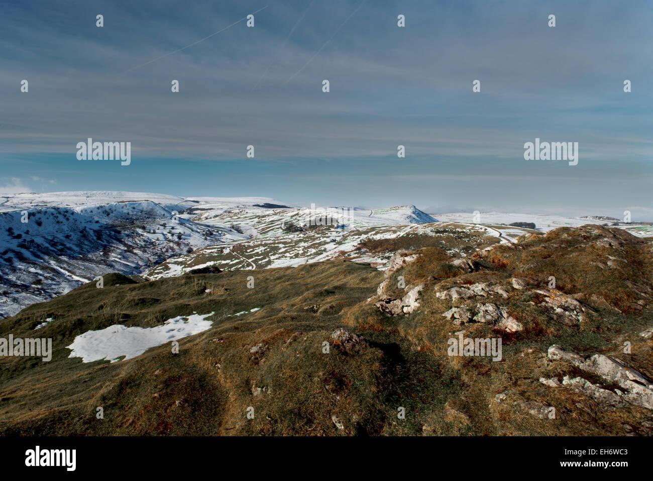 Chrome Hill und Ansichten von Hollins Hügel im Winter, oberen Dove Valley, Peak District National Park, Derbyshire, Stockbild