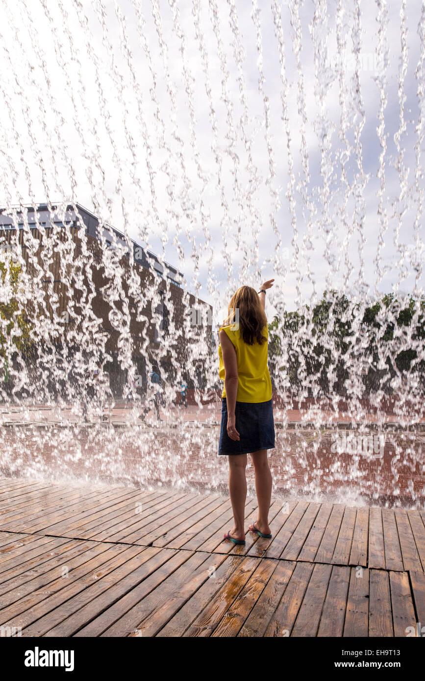 Wasserfall von den Jardins D'Água (Wassergärten) im Parque Das Nações (Park der Nationen). Stockbild