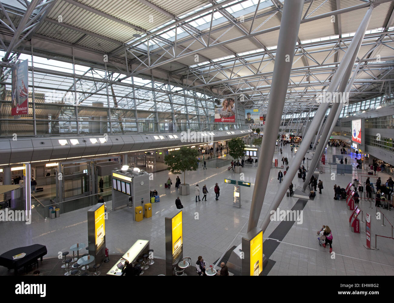 airport dusseldorf architecture stockfotos airport dusseldorf architecture bilder alamy. Black Bedroom Furniture Sets. Home Design Ideas