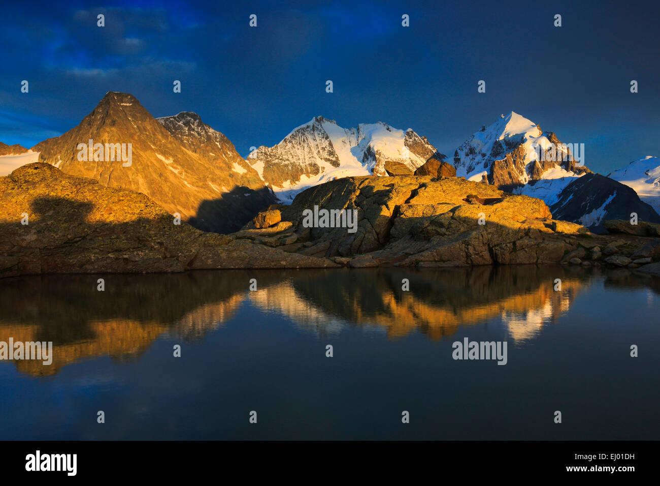 Abendlicht, Alpen, glühend, Alpenglühen, Abendröte, Abendrot, anzeigen, Fuorcla Surlej, Berg, Bergsee, Stockbild