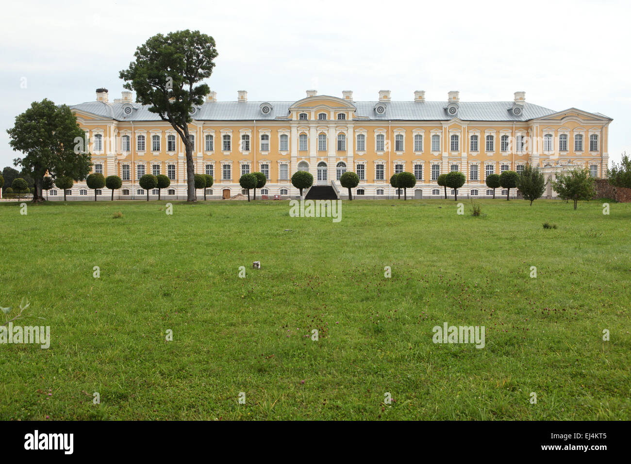 rundale palace latvia stockfotos rundale palace latvia bilder alamy. Black Bedroom Furniture Sets. Home Design Ideas