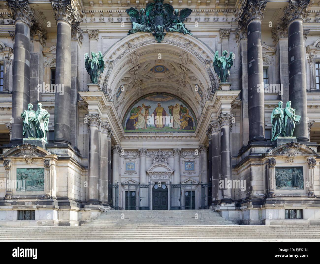 Berliner Dom Eingang, Deutschland Stockbild
