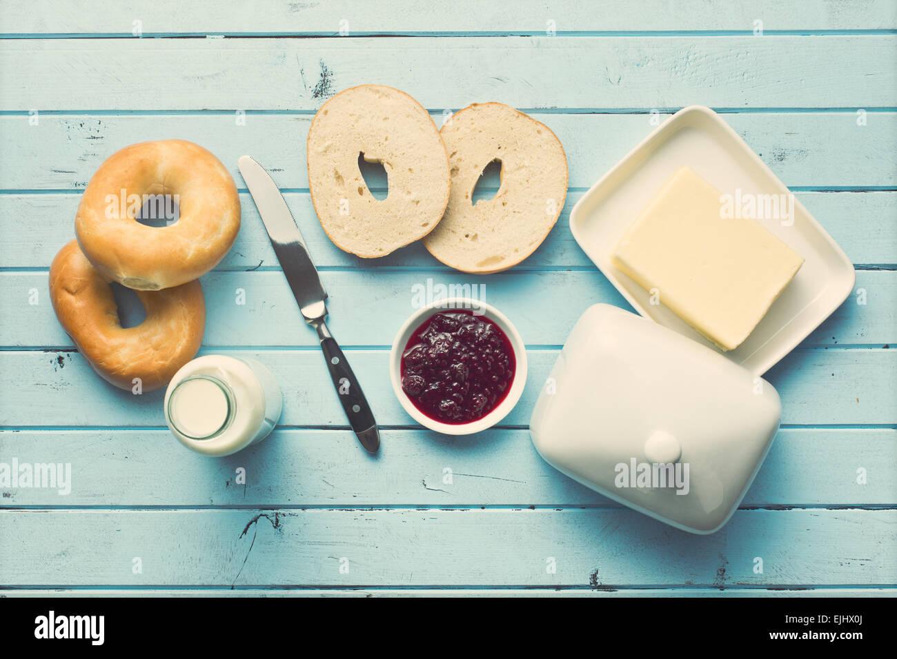 Draufsicht auf leckeres Frühstück Stockbild