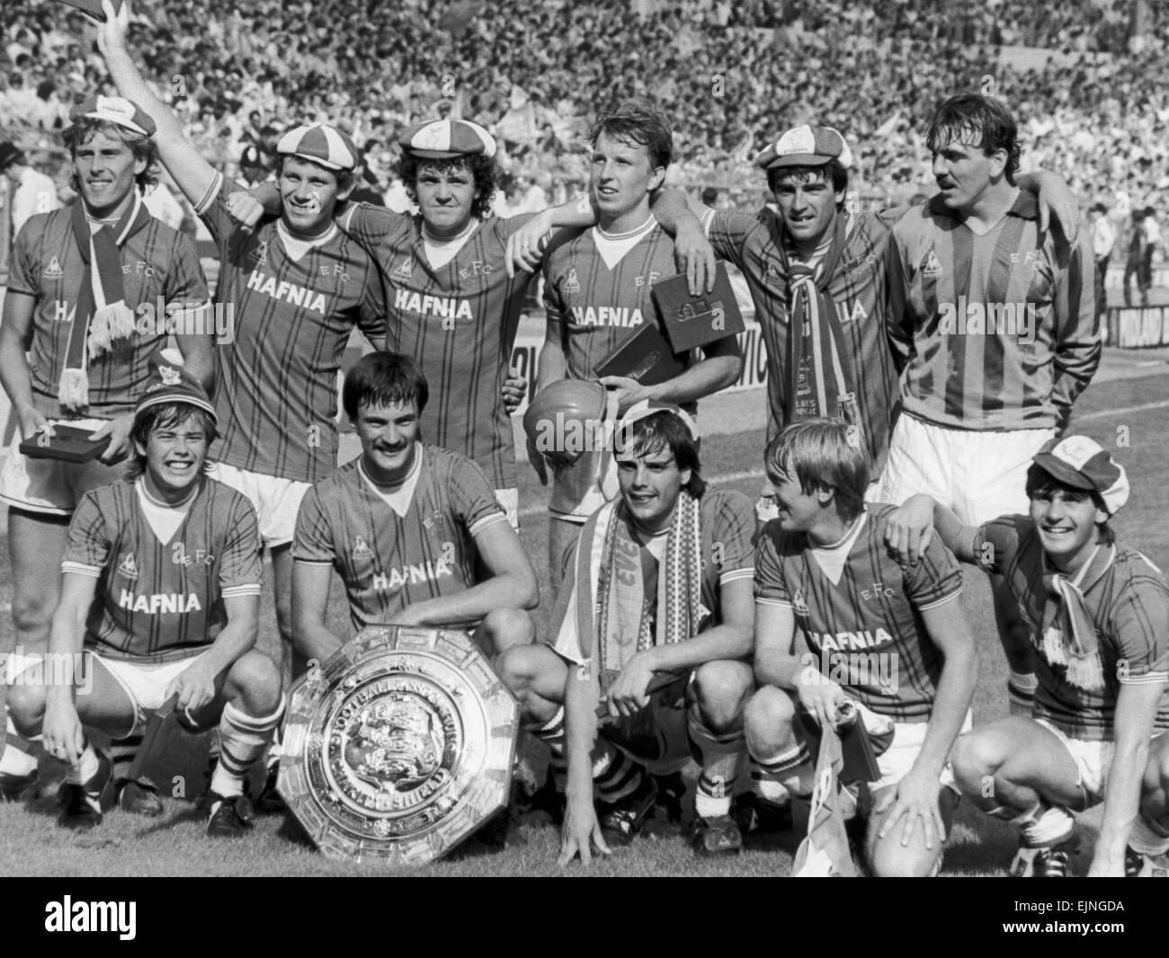 Everton Football-Team stellen mit der Charity Shield Trophäe nach ihrem 1: 0-Sieg über Liverpool im Wembley Stockbild