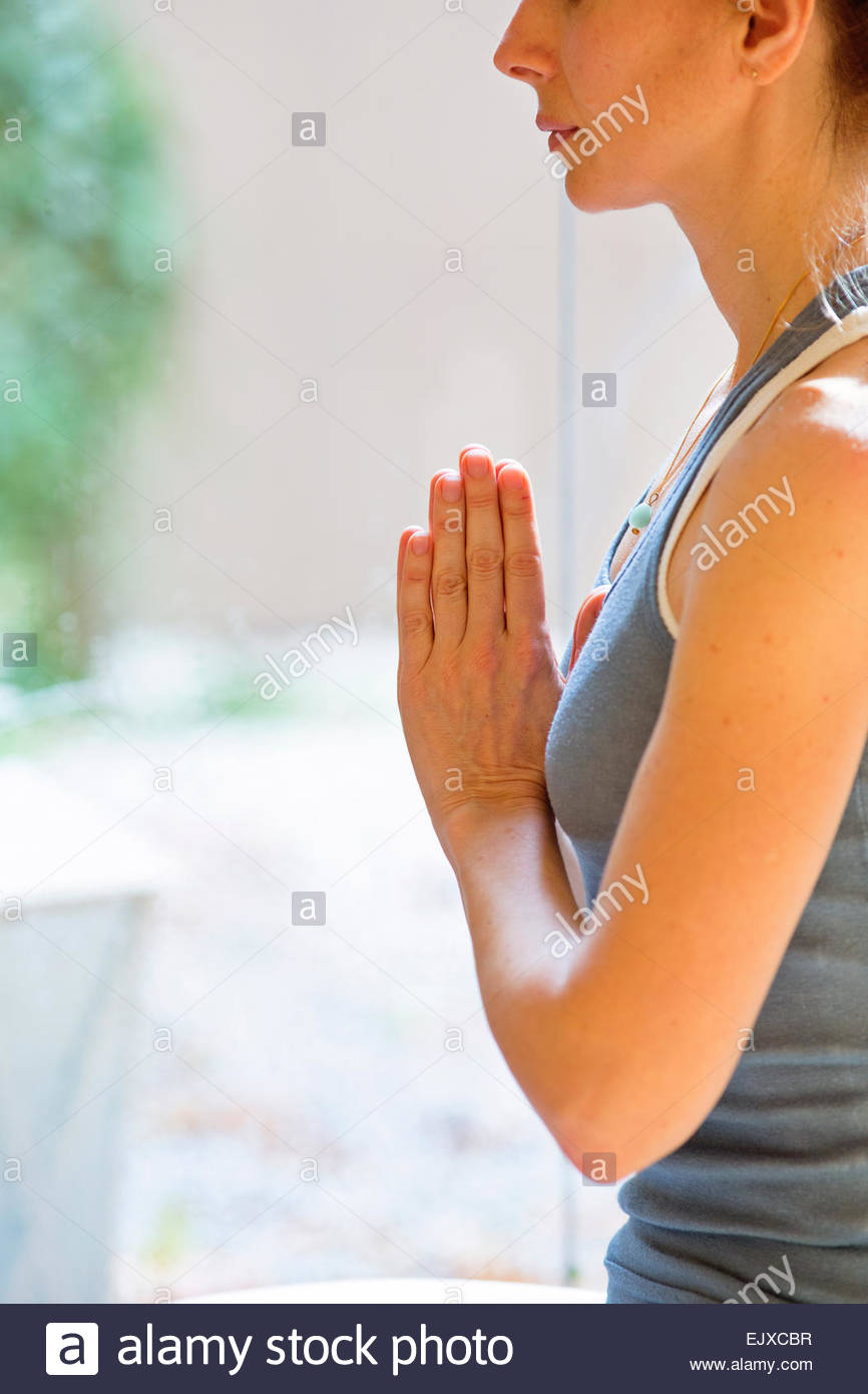 Profil von Frau praktizieren Yoga Stockbild