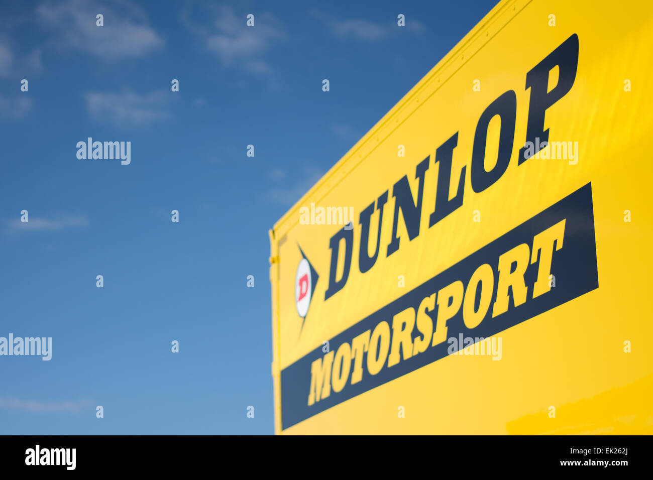 Brands Hatch, Fawkham, Longfield, Großbritannien. 5. April 2015. Eine Detailansicht der Dunlop Motorsport Unterzeichnung Stockbild