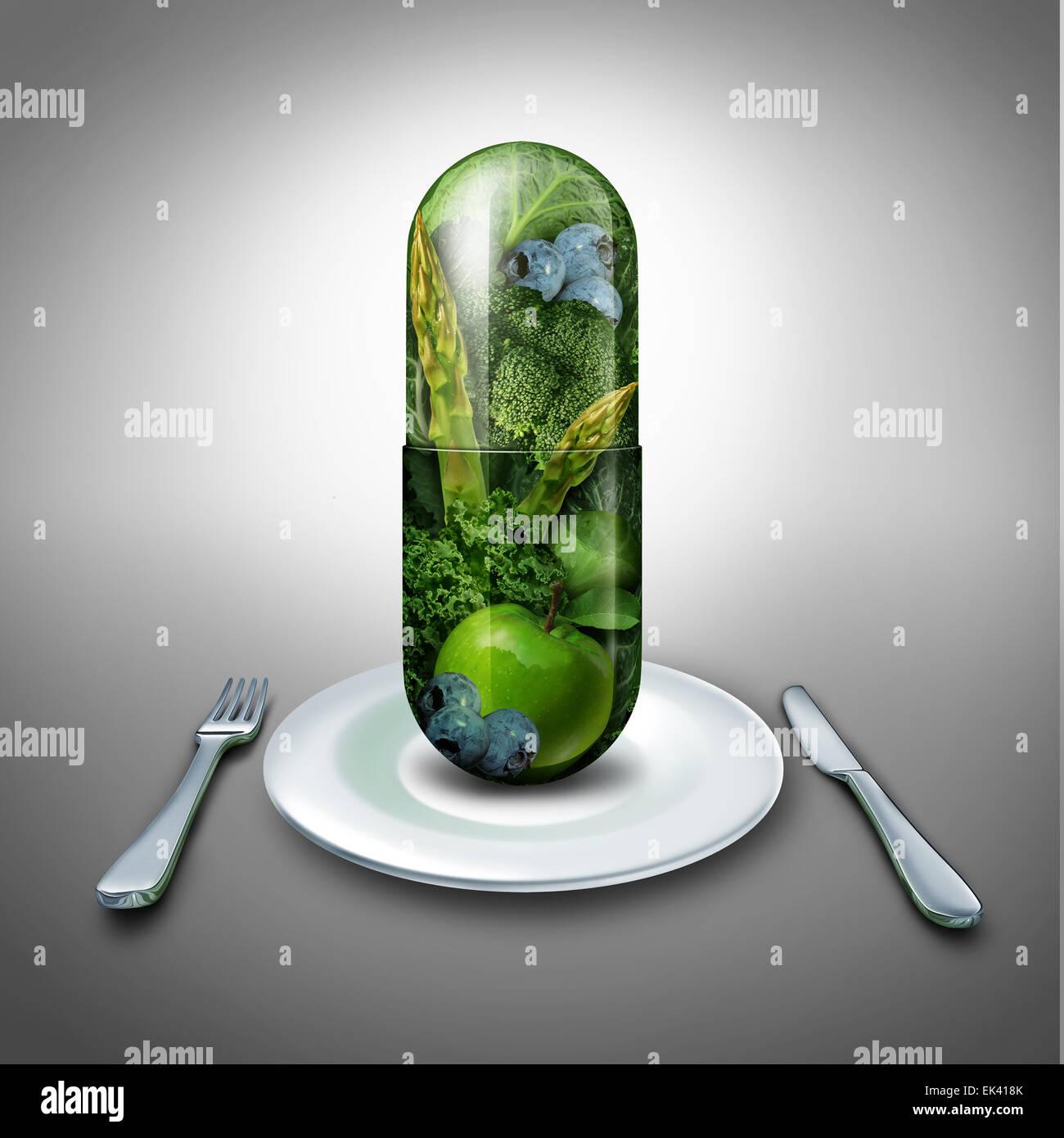 Nahrungsergänzungsmittel-Konzept als eine riesige Pille oder Kapsel Medizin mit frischem Obst und Gemüse Stockbild
