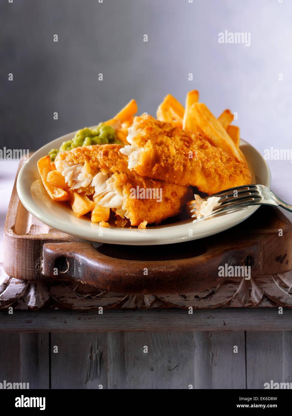 Traditionelle britische battered Fish & chips Stockbild