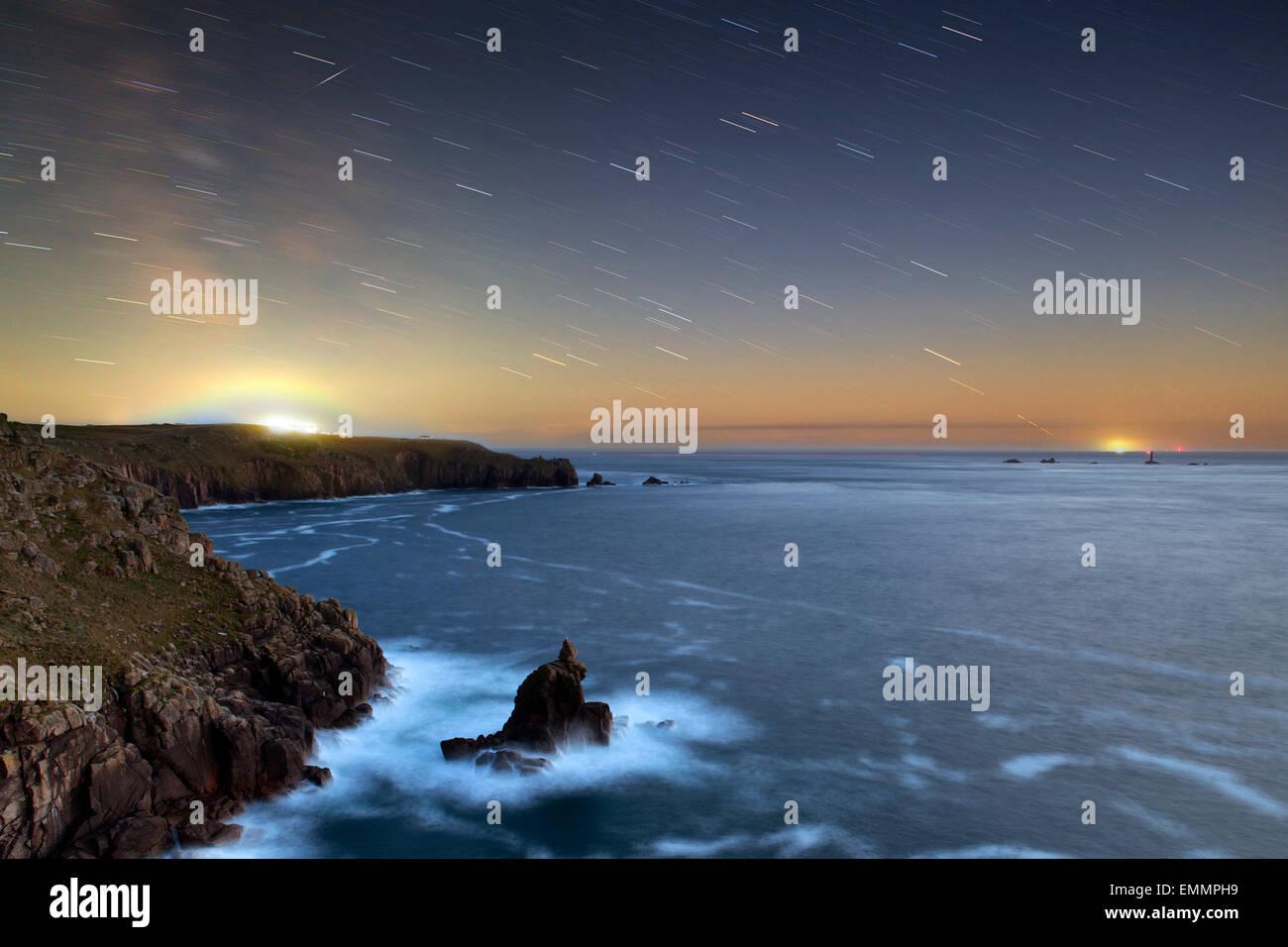 Shooting Star; Star Trails Land End; Cornwall; UK Stockbild