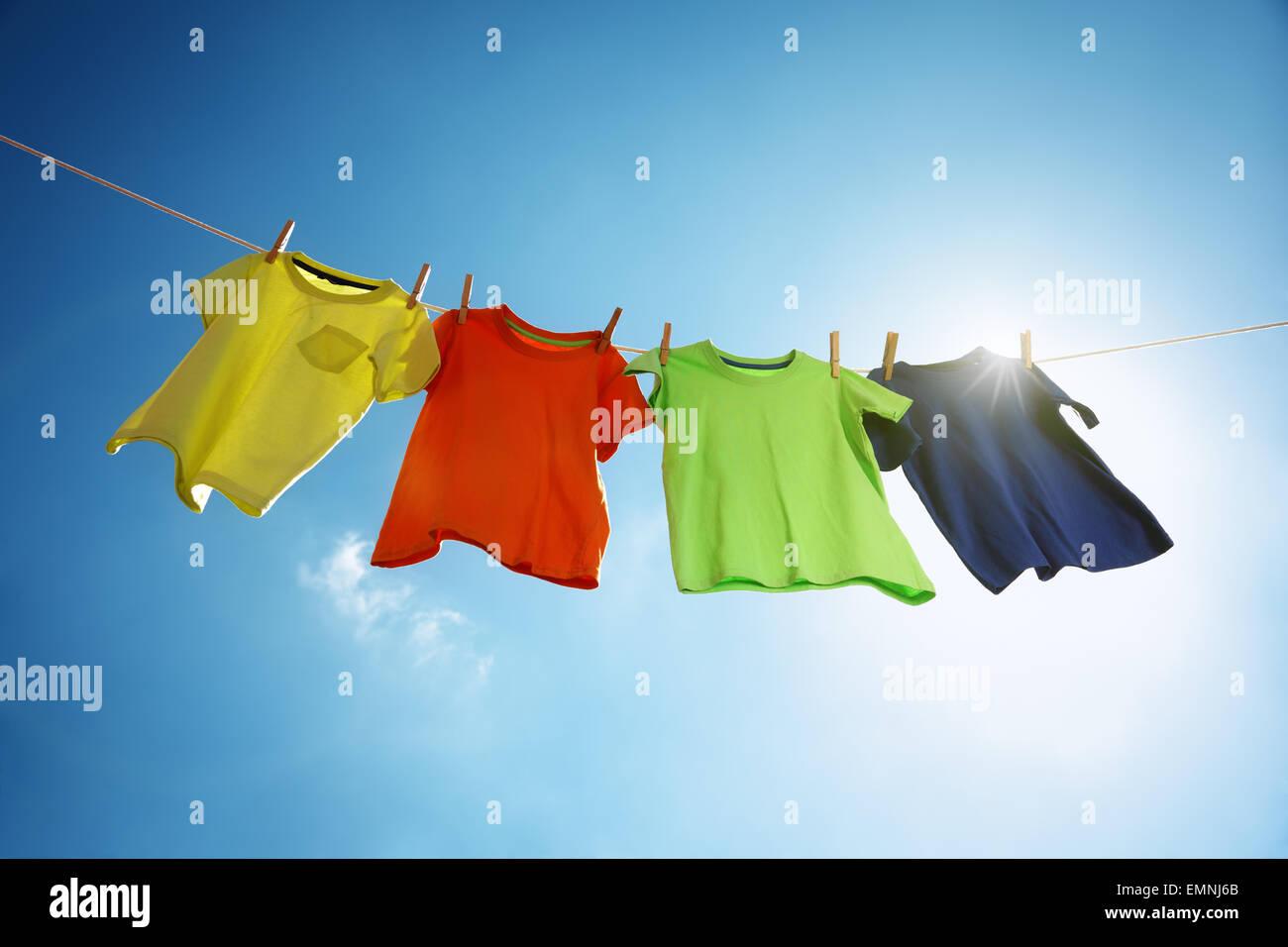 Wäscheleine und Wäsche Stockbild