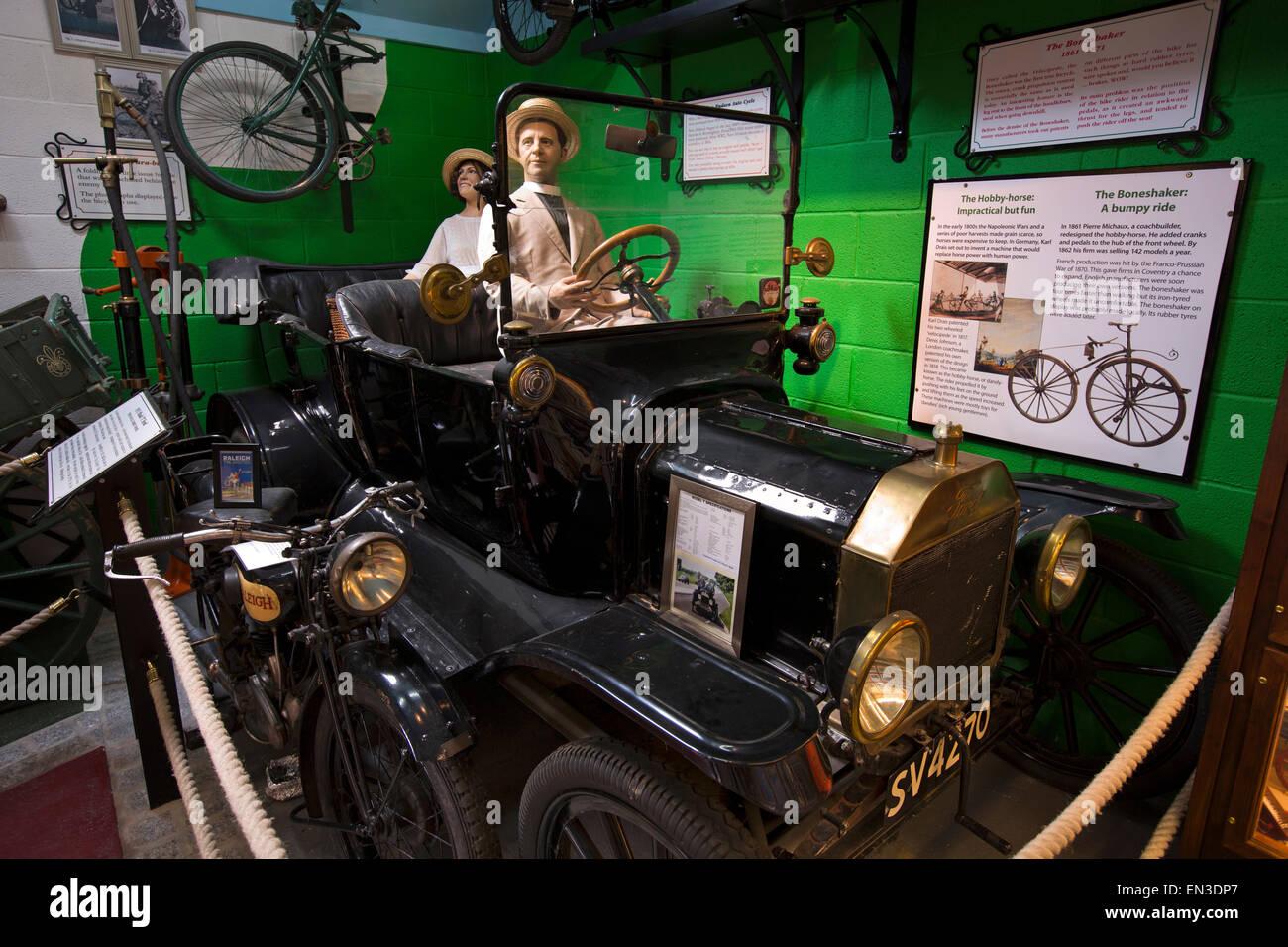 Großbritannien, England, Somerset, Taunton, Bishops Lydeard Mill, Ford Modell T und Raleigh Motorrad Motorsport Stockbild