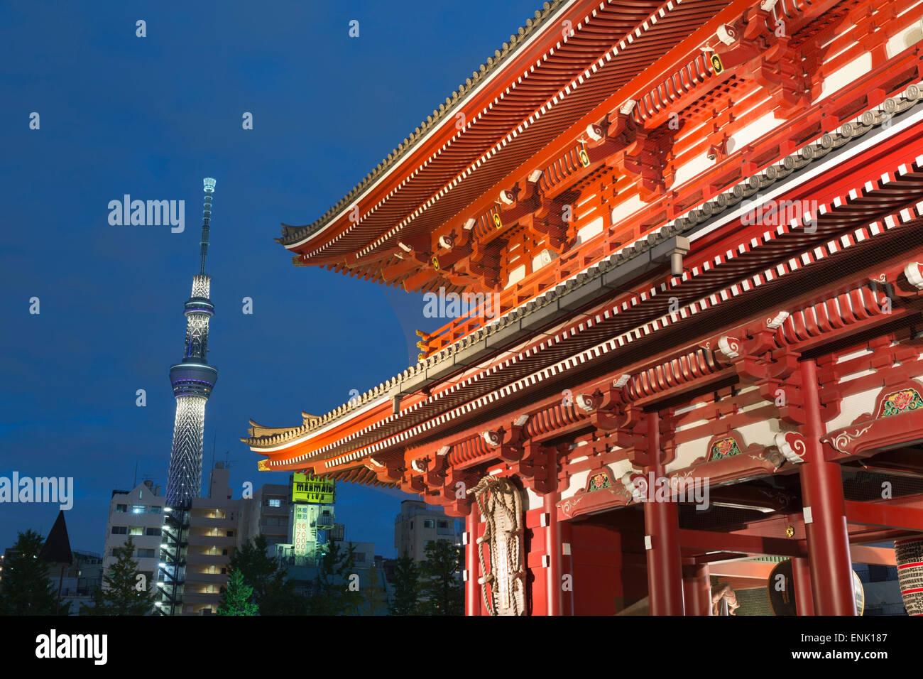 Senso-Ji Tempel und Skytree Turm bei Nacht, Asakusa, Tokio, Japan, Asien Stockbild