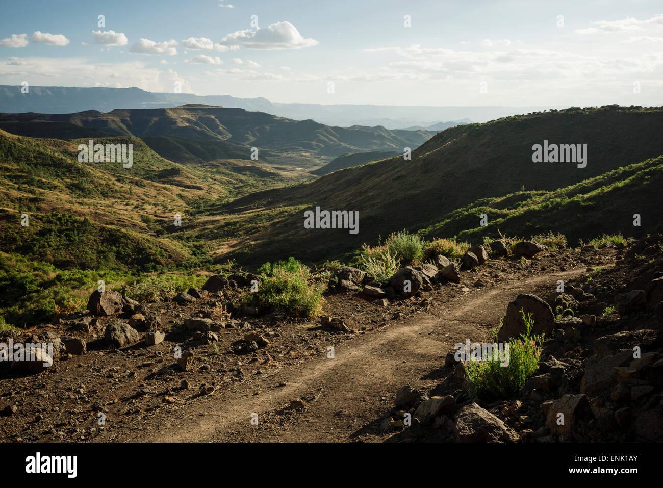 Blick über die Landschaft in der Nähe von Lalibela bei Dämmerung, Äthiopien, Afrika Stockbild
