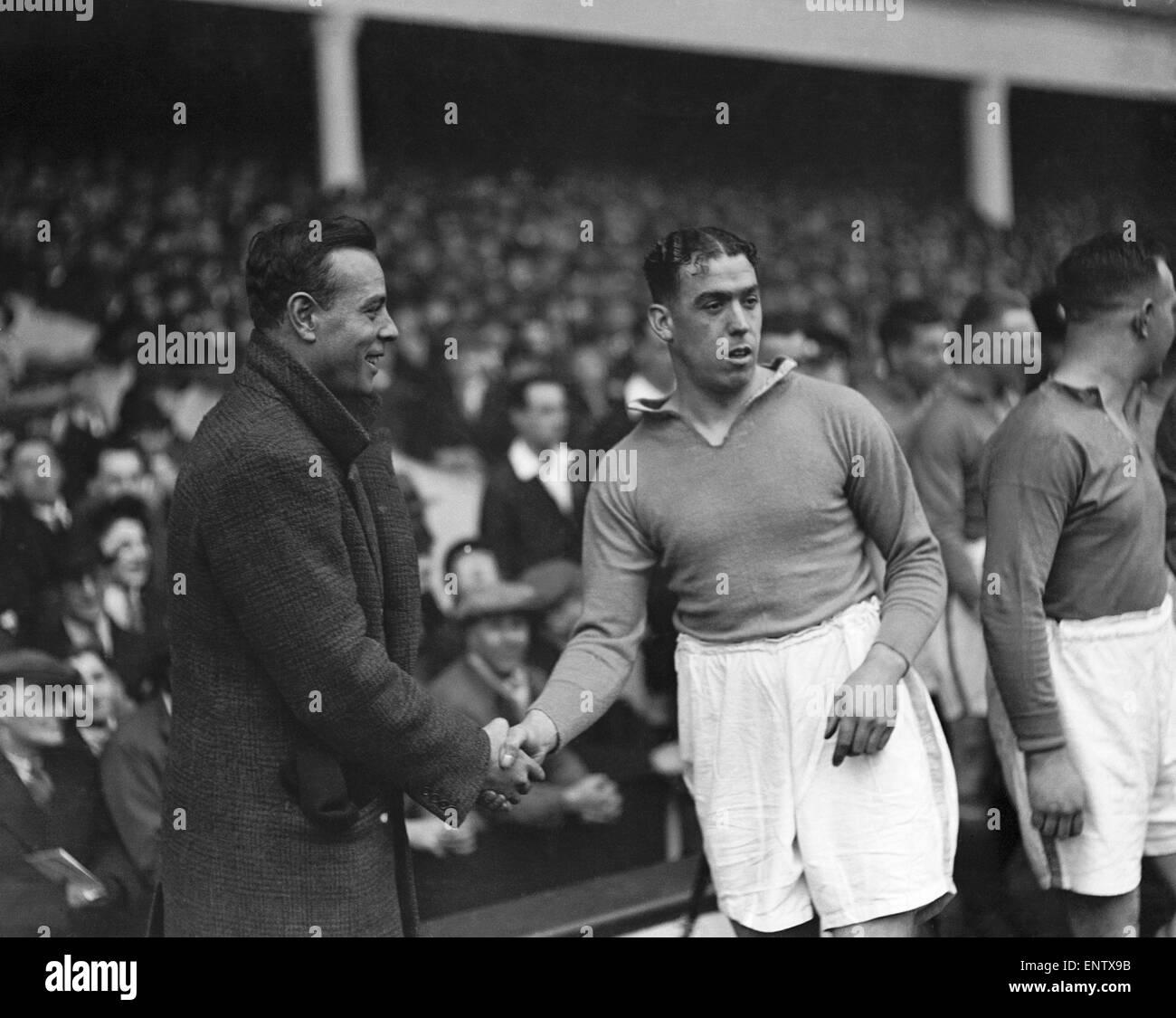 Dixie Dean, der legendäre Everton Mittelstürmer, spanische Nationalspieler Zamora im Goodison Park eingeführt. Stockbild