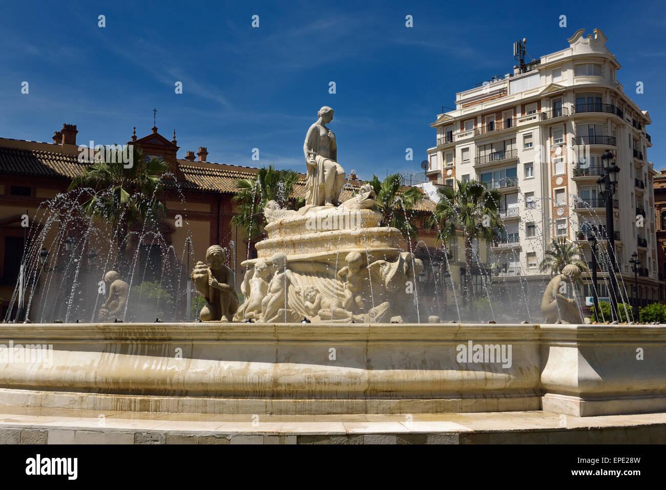 Das Wasser-Brunnen von Hispalis mit Nereid Meeresnymphen am Puerto de Jerez Kreisverkehr in Sevilla Spanien Stockbild