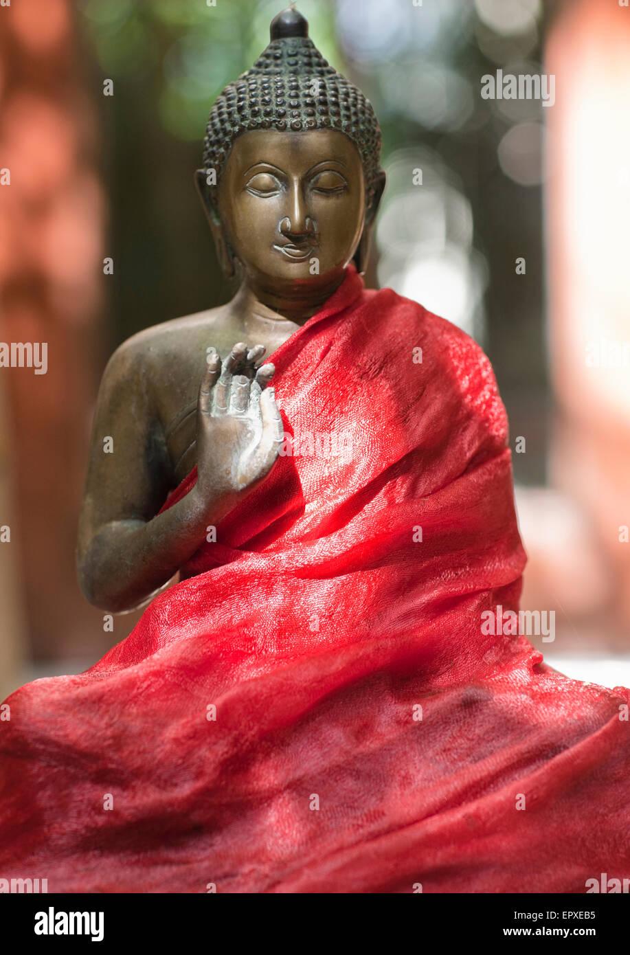 Buddha-Statue bei Ananda Spa, Ananda im Himalaya, The Palace Estate, Narendra Nagar, Tehri Garhwal, Uttarakhand, Stockbild