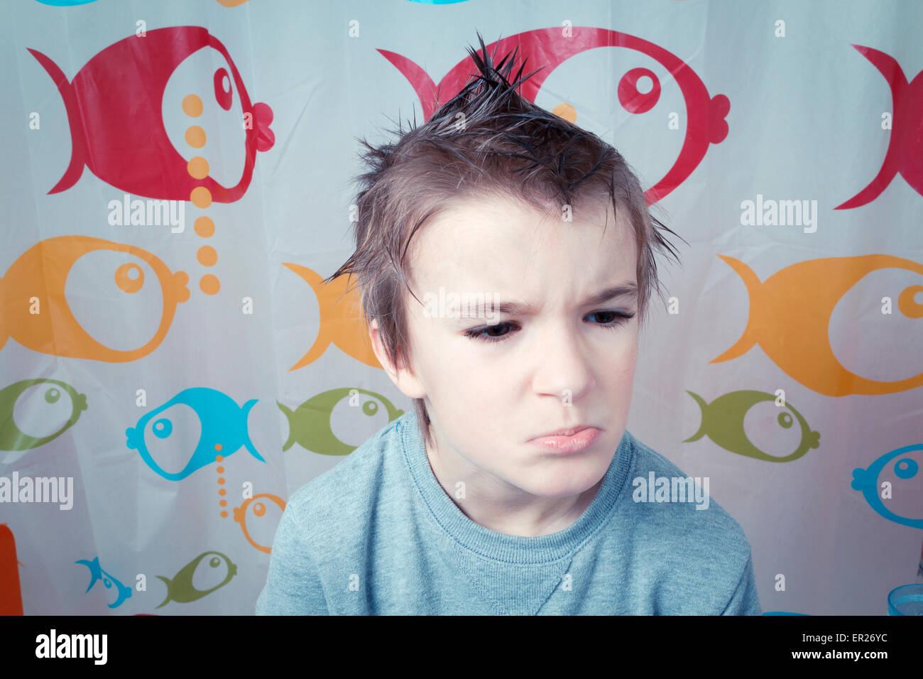 Junge 8 Jahre Frisur Stacheligen Haaren Grimasse Stockfoto Bild