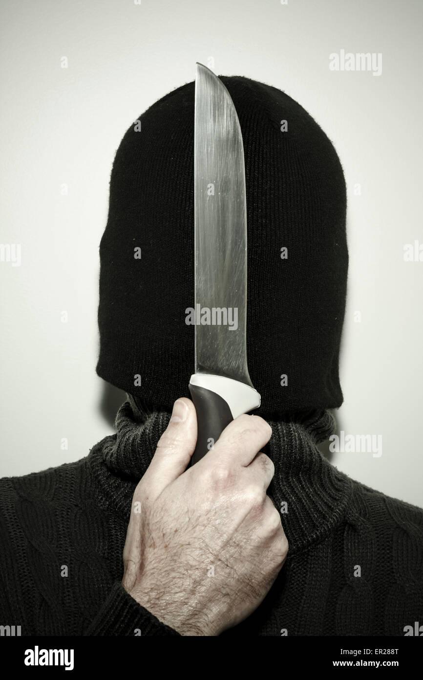 verborgenen Menschen halten Messer Stockbild