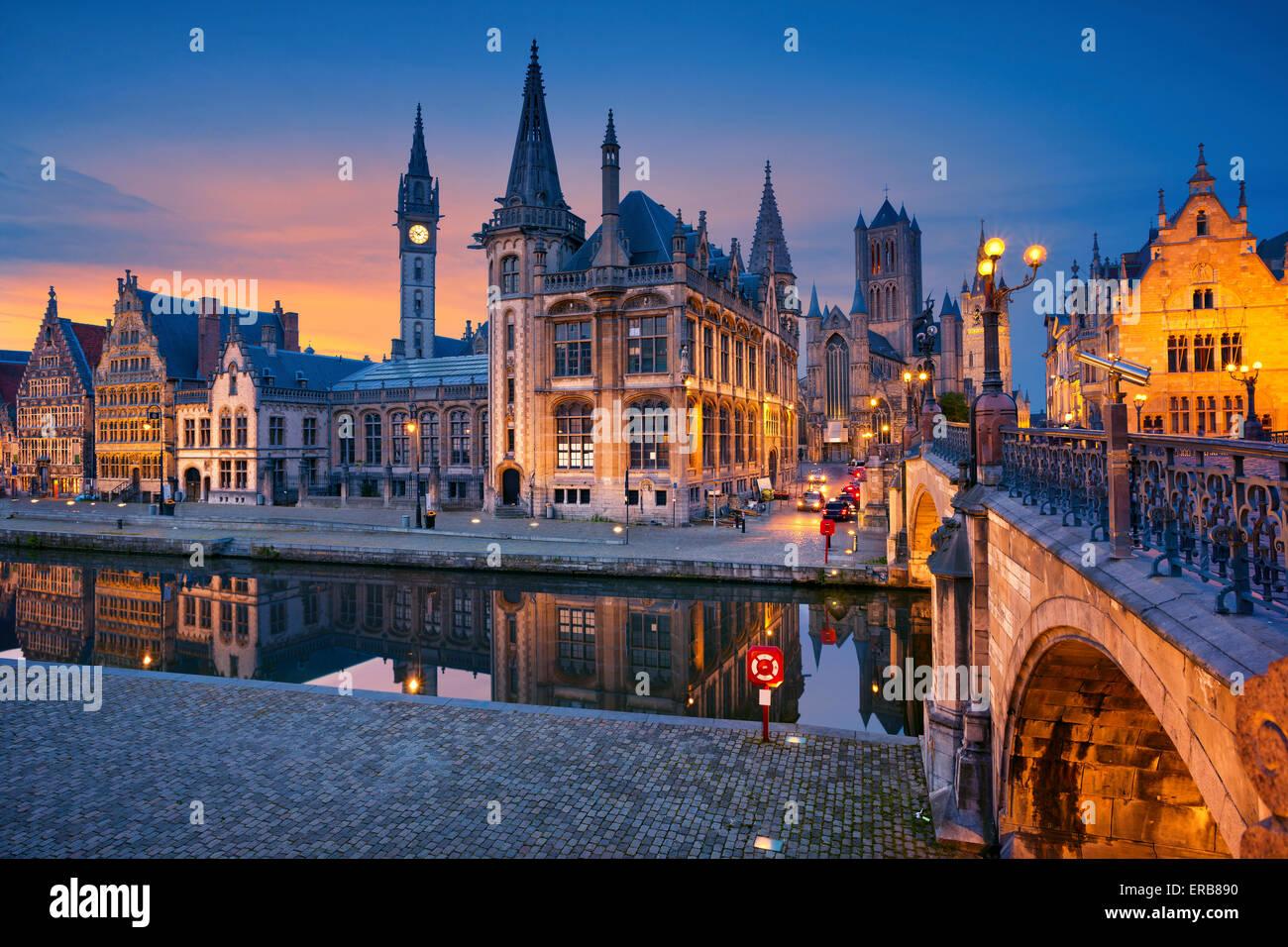 Gent. Bild von Gent, Belgien während der blauen Dämmerstunde. Stockbild