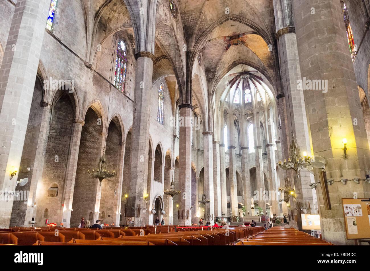 Innere der Santa María del Mar Basilika in Barcelona, Katalonien, Spanien la Ribera geboren Stockbild