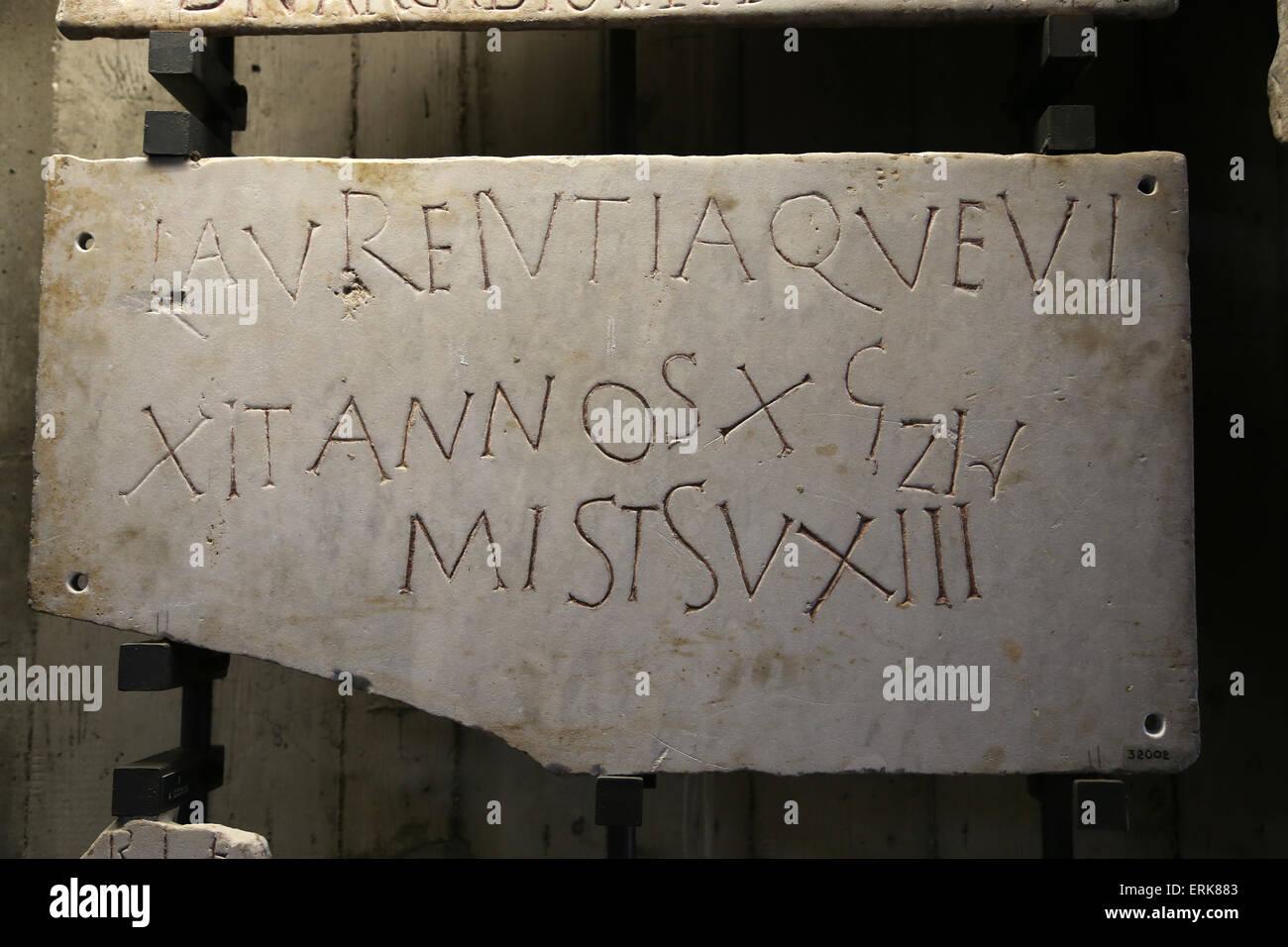 Römischer Grabstein. Frühchristliche. Lateinische Inschrift. Vatikanischen Museen. Stockbild