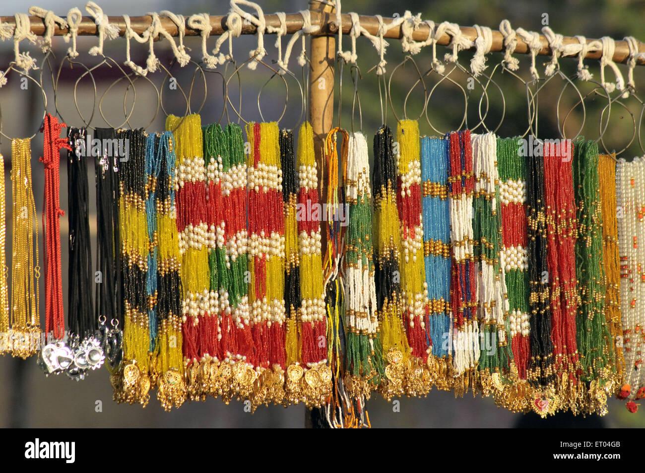 Billige Imitation Schmuck im Stall in Pushkar Rajasthan Indien Stockbild