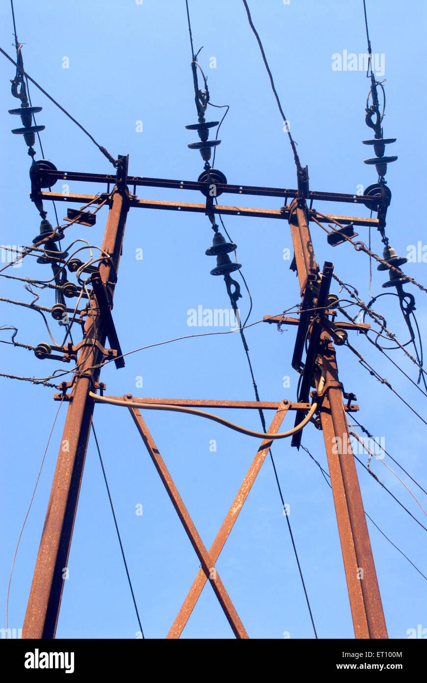 Elektrische Pol mit Verbindungen Stockbild