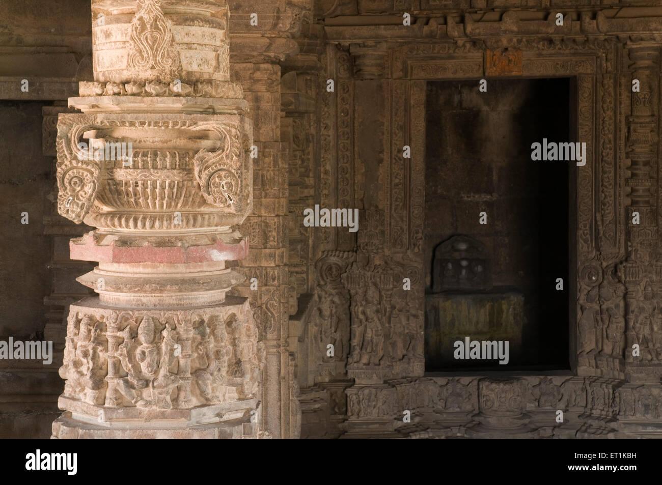 Aufwendigen Schnitzereien an Wänden und Pfeilern Pune Maharashtra Indien Asien Feb 2011 Stockbild