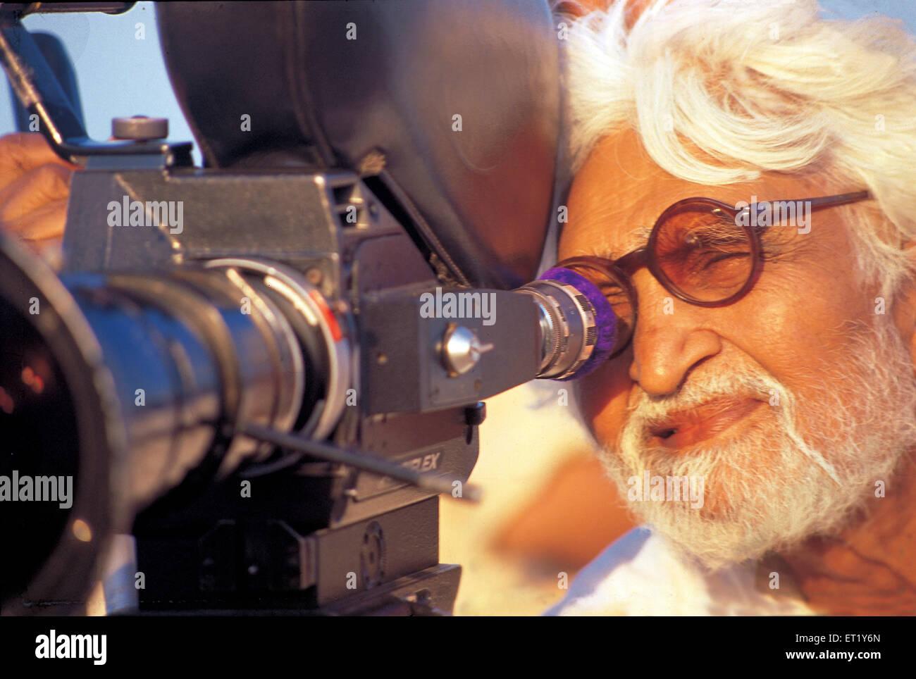 M F Hussain hinter Kamera während der Aufnahme der Film junge aus Pandharpur Indien Asien Stockbild