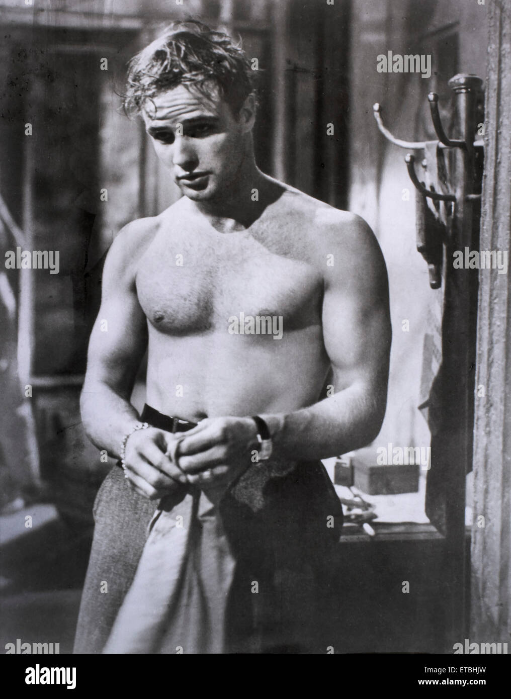"Marlon Brando, am Set des Films ""A Streetcar Named Desire"", 1951 Stockbild"