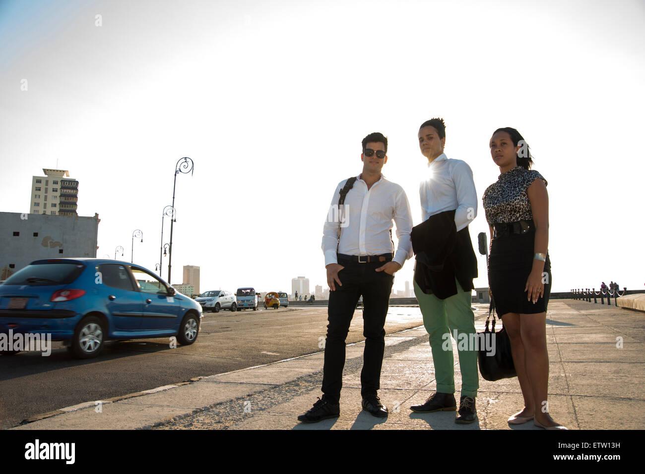 Drei lateinische Führungskräfte im freien Stockbild