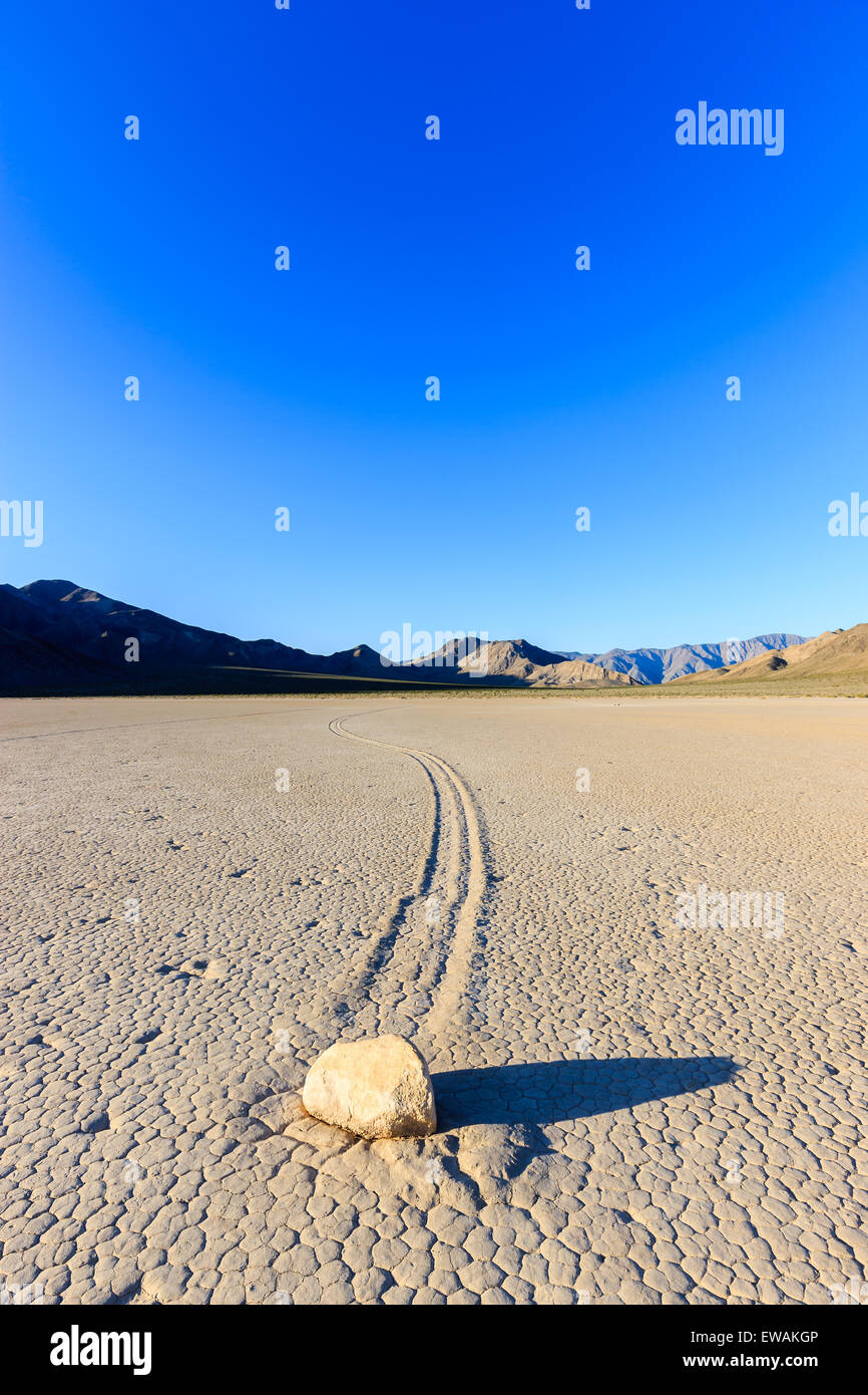 Sonnenaufgang auf der Rennstrecke in Death Valley Nationalpark in Kalifornien, USA Stockbild