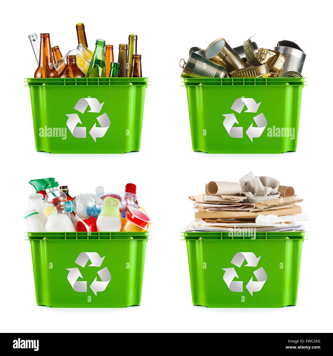 Eine Auswahl von Abfall zur Verwertung. Metall, Kunststoff, Papier und Glas getrennt Stockbild