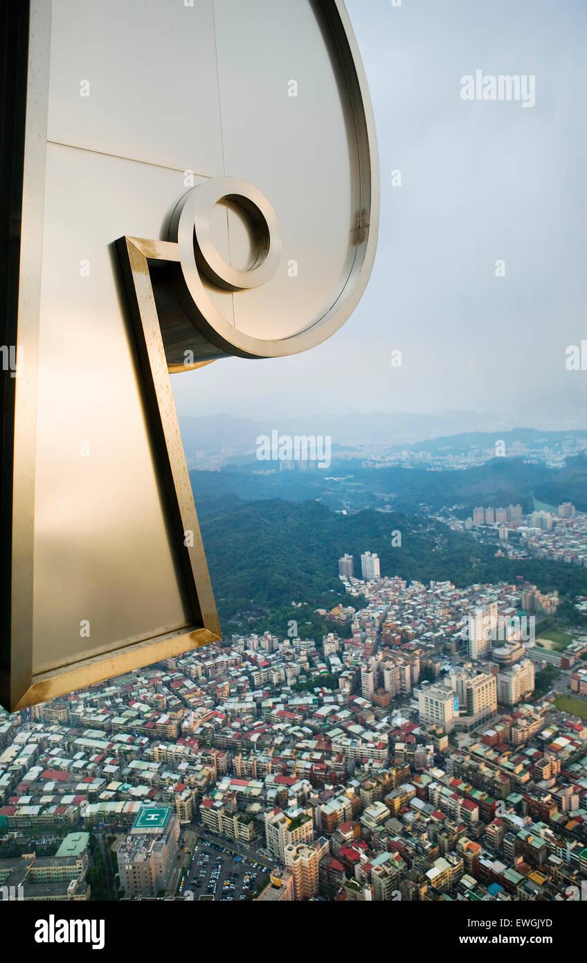 Ansicht von Taipeh aus dem 88. Stockwerk des Taipei 101. Taipei 101 ist ein 101-Stock Wahrzeichen Wolkenkratzer Stockbild