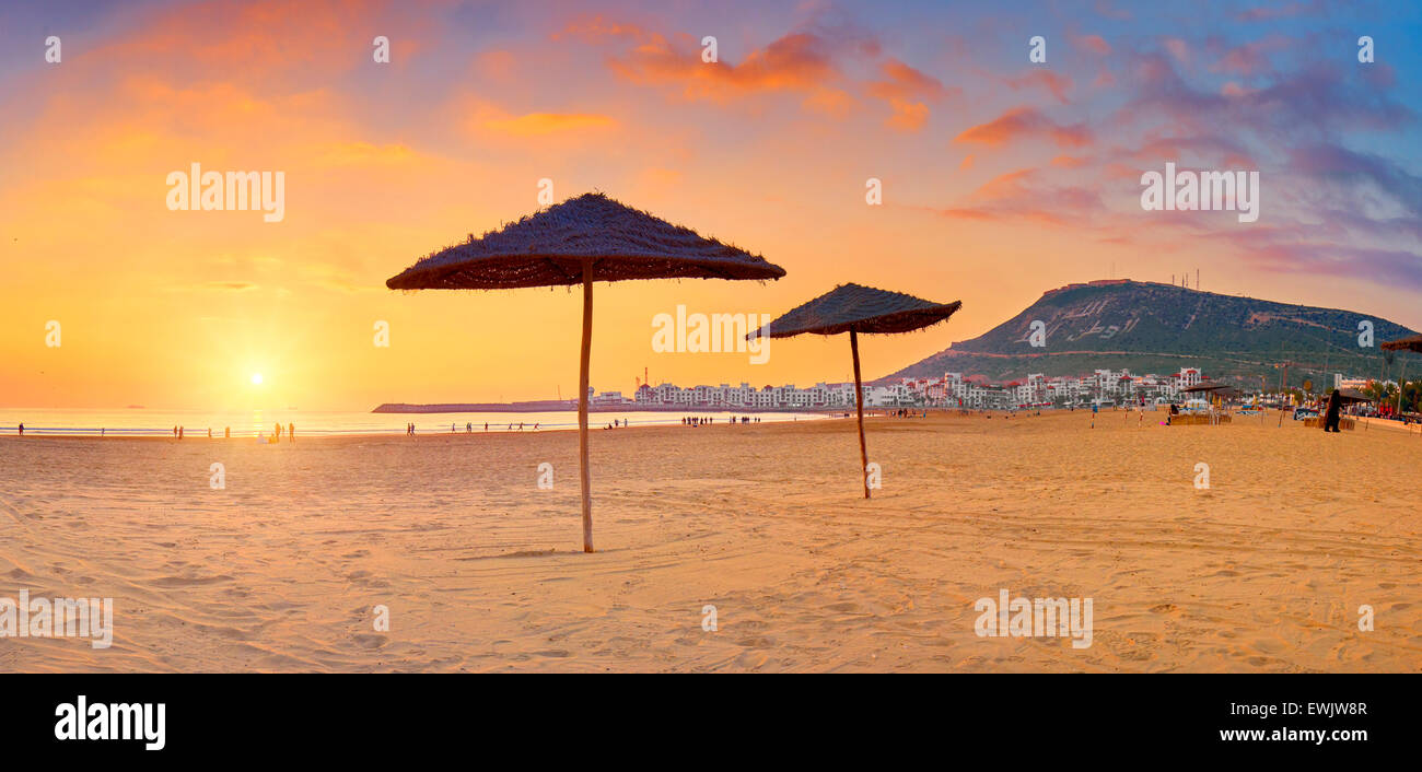 Strand von Agadir bei Sonnenuntergang, Marokko, Afrika Stockbild