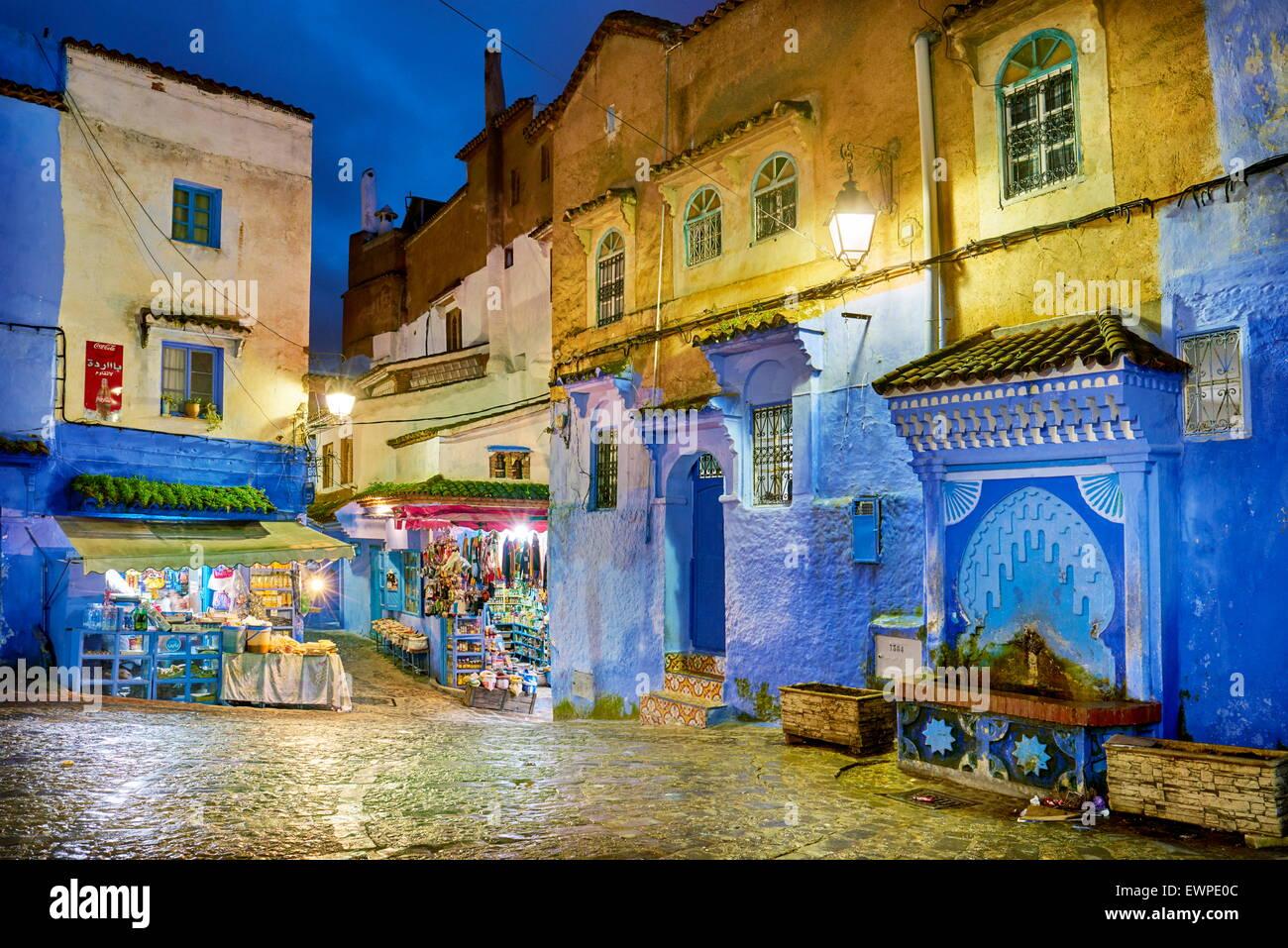 Blau gestrichene Wände in alte Medina von Chefchaouen, Marokko, Afrika Stockbild